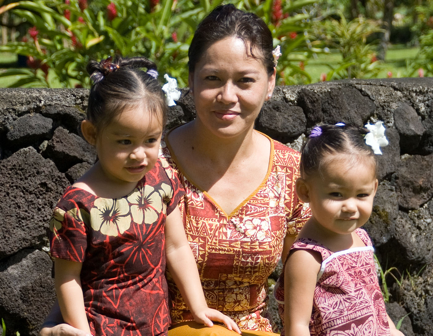 Photo of a mother with her two daughters in Samoa by Marge d'Wylde